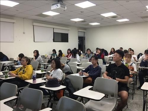 講者上課與同學聽講06