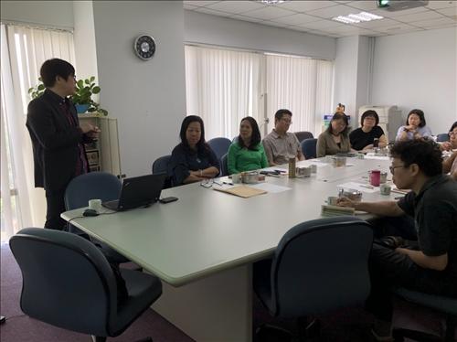 各系參與系主任與教師討論
