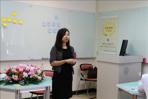 資圖系賴玲玲老師分享教學經驗