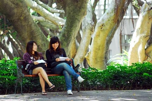 期中赴考 同學心情冷暖大不同