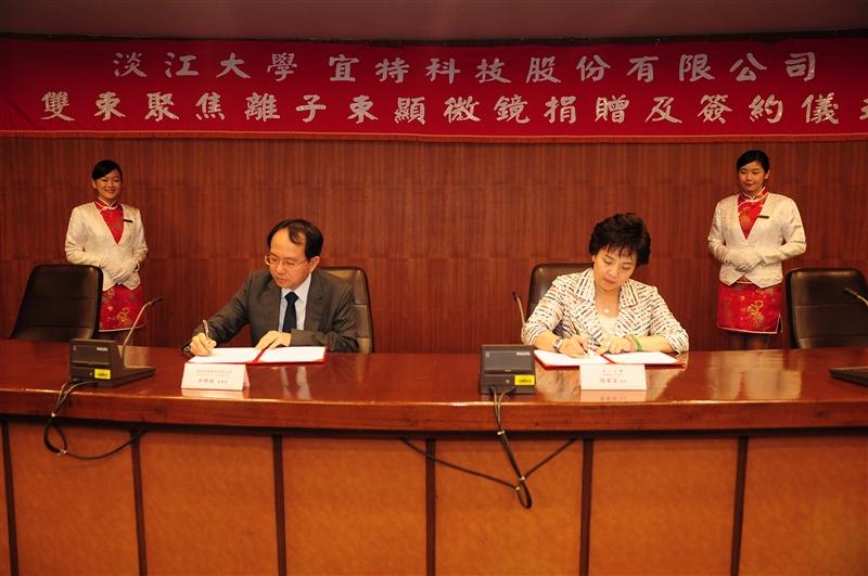 校友余維斌捐贈千萬設備給物理學系。