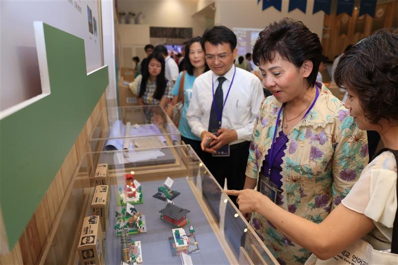 創校與前瞻~本校參與2016全國大學檔案聯展。