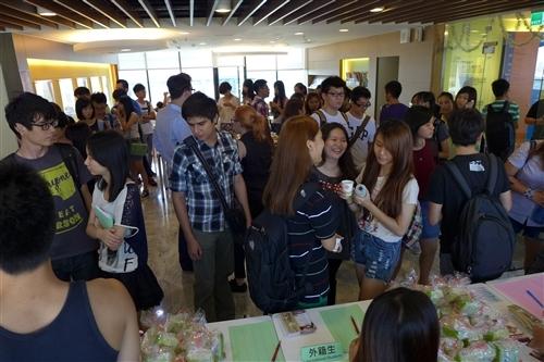 2013境外生中秋節贈月餅活動