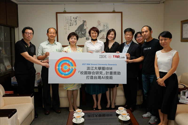 IBM大中華區副總裁、首席行銷官周憶26日在本校進行專題演講前拜訪校長張家宜時宣布,機器人研究團隊為台灣第一個榮獲全球「IBM 校園聯合研究(Shared University Research, SUR)」獎助計畫。