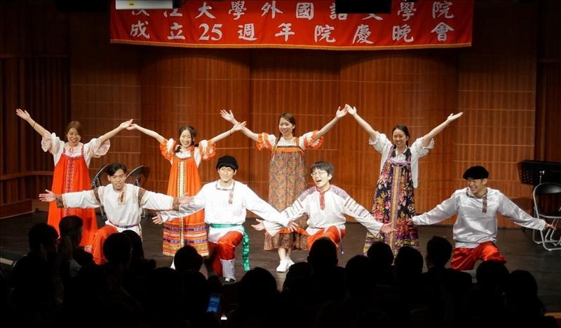 外語學院於12月8日舉辦該院成立25週年院慶晚會。