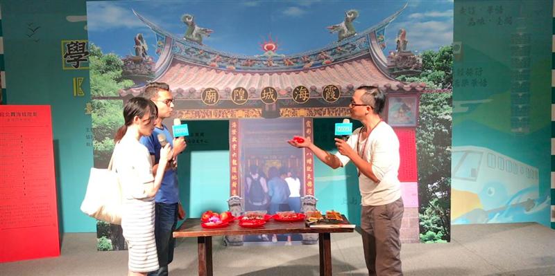 教育部於8月8日舉辦「臺灣觀光學華語」記者會及啟動儀式,本校華語中心師生示範如何帶領外籍學生運用簡單的華語體驗臺北在地生活。