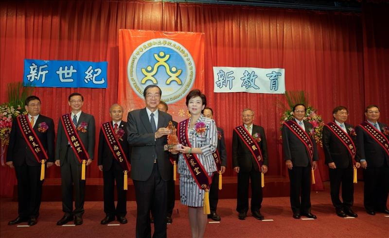 賀!張校長榮獲中華民國私立學校十大傑出校長獎