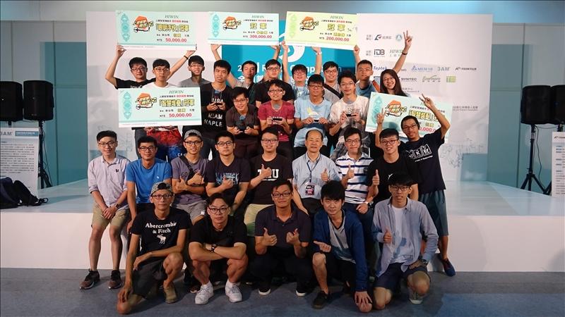 「機器人研發團隊」所研發之「大黃蜂 MIT」隊及「淡江尚贏」隊,分別獲得第十屆『上銀智慧機器手』實作競賽「開發組」之總冠軍與三個單項冠軍以及「應用組」之總冠軍的佳績。