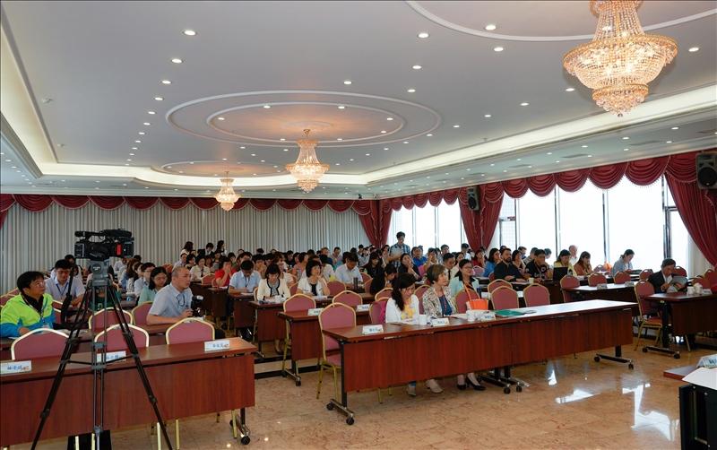 大學、地方政府、高中攜手合作關心教育實務