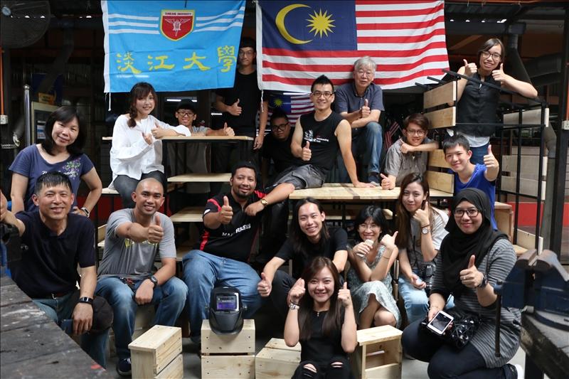 黃瑞茂老師利用暑假帶領學生到馬來西亞Jln Tuanku Abdul Rahman後巷秋傑區,進行改善當地街童在都市中受教育的空間環境改造計畫。