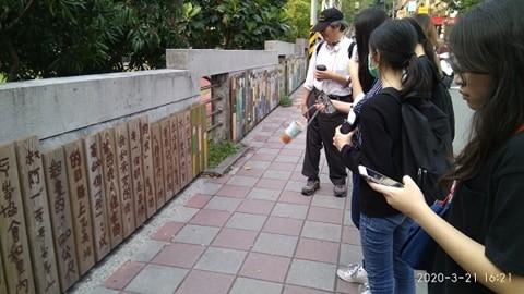 庄子內溪的下游, 鄧公國小近年的鄉土教育也提到庄子內的過往,校門口有藝術家留下的文字和創作