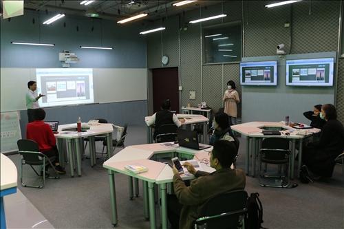 與會老師藉由照片的方式回覆問題,跳脫文字框架