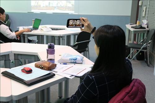 與會老師實際操作Nearpod之VR功能