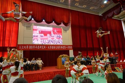 淡江新生的第一堂課:「克難坡巡禮」。