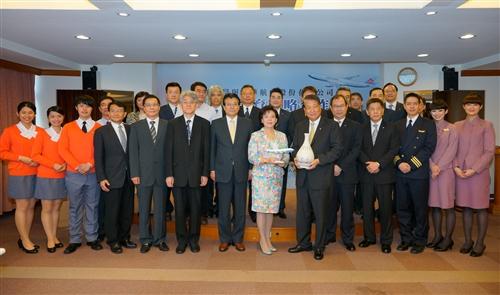 本校與華航共同簽署「航空人才培育戰略合作框架」產學合作。
