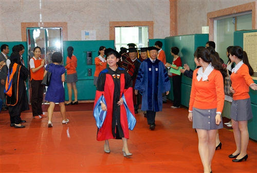 「三環五育 職場享譽」,本校舉行102學年度畢業典禮。