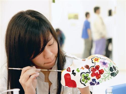 諮輔組主題週 藝術治療、手工教學大受歡迎