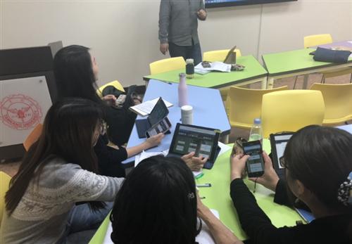 時代華語數位教材共備團開會,學習應用程式Quizlet用於語言學習課堂。