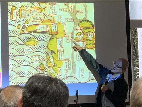 陳宗仁老師講解古地圖上的北台灣