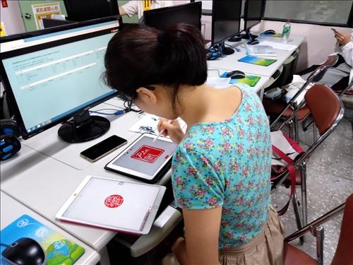 學員練習治印