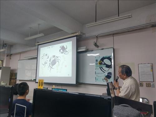 張炳煌主任介紹數位e筆的繪畫功能