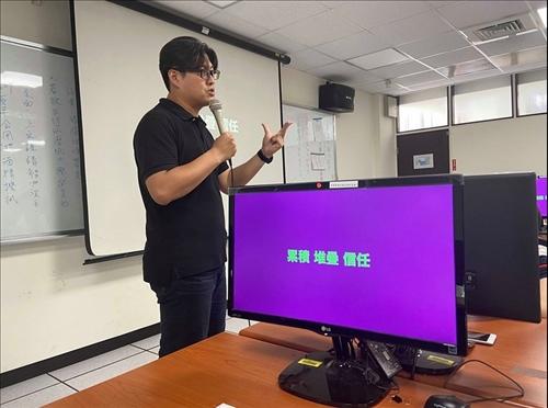 演講者陳柏諭/宏達電台灣區總經理
