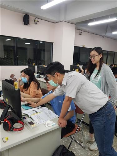 R語言認證課程老師指導學生實作