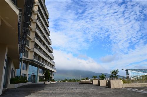 宿舍大樓與平台