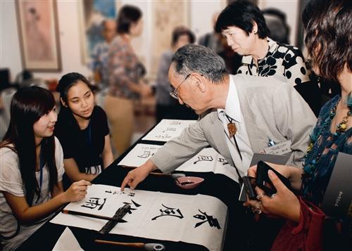 日書畫家觀摩書法教學