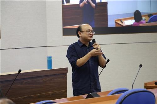 化材系陳逸航老師分享頂石課程經驗