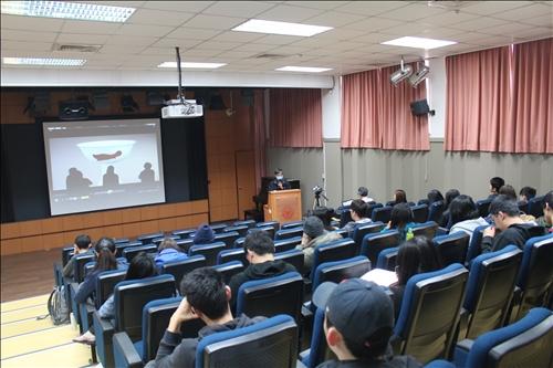 林副教授講述紀錄片的創作