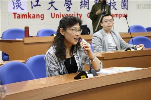 與會老師提問中文系如何用英文授課