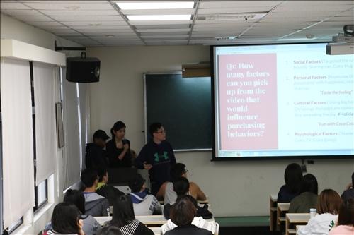 同學們進行上週主題的報告