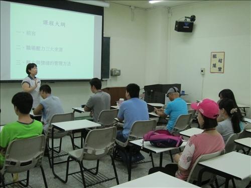 老師示範電話客服情境與客訴解決要領
