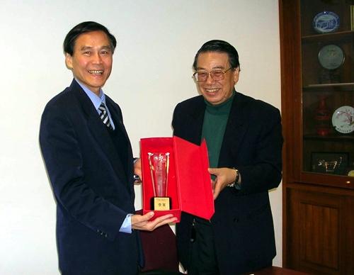 本校教科系師生以「塑膠搜查線環境樂無線」參加中華電信公司舉辦的「2006電信加值軟體大賽」,榮獲寬頻數位學習應用組第3名,本校學術副校長馮朝剛代表校長領獎
