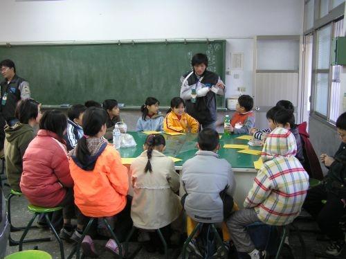 本校彰化校友會的學生於1月29至2月1日至彰化青山國小,進行冰原歷險記育樂營的活動,藉由教育性與康樂性活動讓小朋友學習有別於日常的知識。