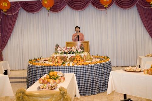 本校丁亥年新春團拜茶會於2月26日(星期一)上午10時在淡水校園覺生國際會議廳舉行,團拜活動由張家宜校長帶領之下,共有近100位教職員參與。
