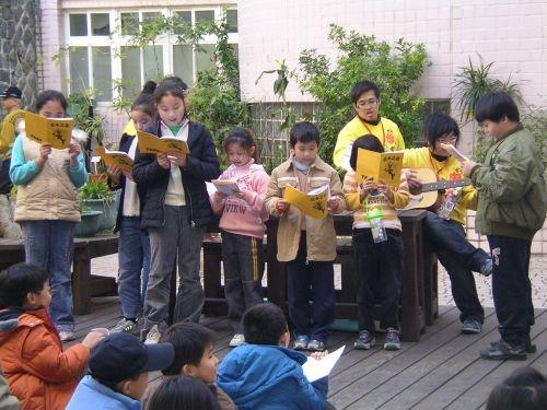 本校學生社團康樂輔導社同學主辦的96竹圍國小冬令營-花冬之旅活動在淡水竹圍國小舉行。
