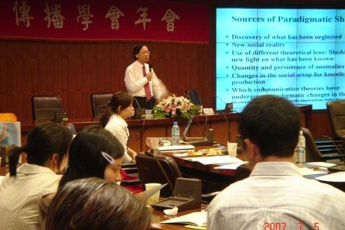 主題為「創新、典範與公共性」的2007年中華傳播學會年會,在淡水校園舉行,約百位以上之國內外傳播學界與實務工作者共同參與此次年會。