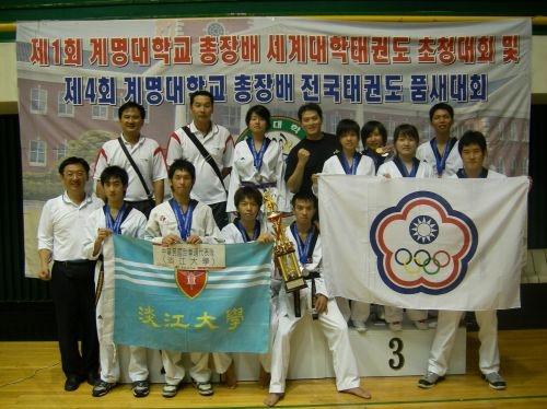本校跆拳道代表隊於7月6日至12日代表我國參加第1屆世界大學跆拳道武藝暨品勢錦標賽,代表隊個人獲得二金八銀五銅,團體武藝對抗賽中並獲得第2名優異成績。