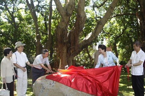 本校與李雙澤紀念會共同在淡水校園牧羊草坪舉辦李雙澤紀念碑活動,校長張家宜與李雙澤紀念會曾憲政共同主持揭碑儀式。