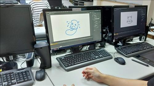 學生操作Adobe Animate繪製圖像