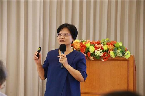 課程與教學研究所陳麗華教授進行跨領域教學社群經驗分享