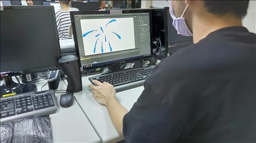 同學練習繪製逐格動畫
