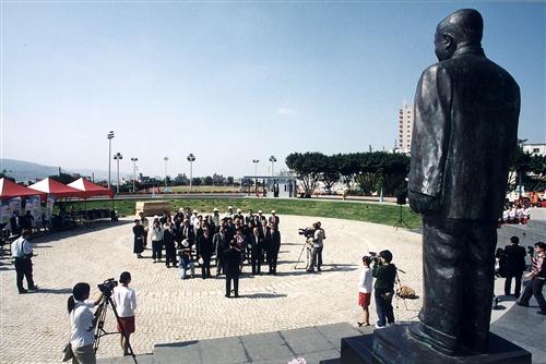 驚聲銅像廣場-07