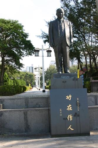 驚聲銅像廣場-04