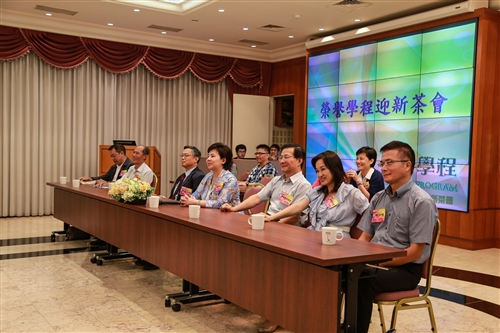 教務處與學務處共同舉辦「102學年度榮譽學程迎新茶會」。