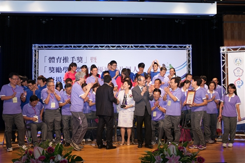 本校榮獲教育部102年度獎勵學校體育「績優學校獎」。