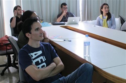亞洲所數位學習碩士在職專班國外學員到校接受面授課程。