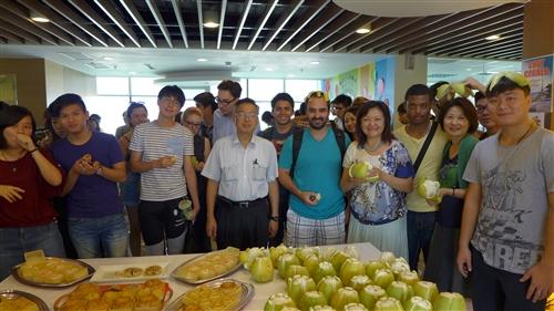 國際暨兩岸事務處舉辦「境外生中秋節茶會活動」。